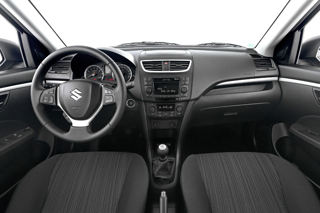 swift 4x4 interieur